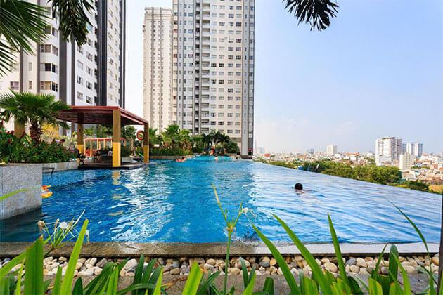 Best View Infinity Pool in Landmark 81