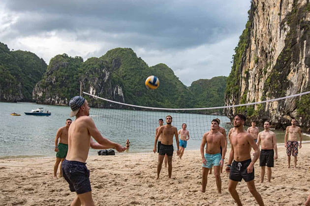 Play Volleyball in Halong Bay