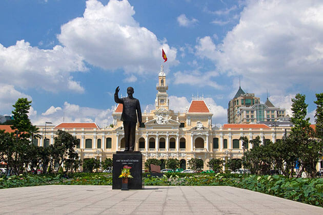 Tour in Ho Chi Minh City Hall