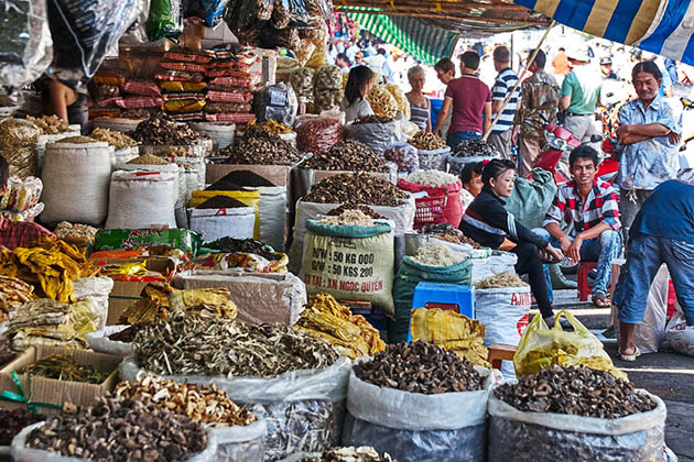 What to Buy Binh Tay Market