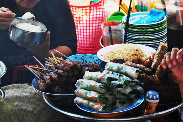 What to Eat in Binh Tay Market