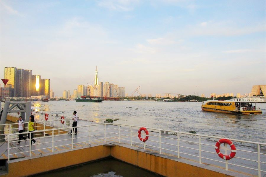 bach dang pier hop on hop off bus in ho chi minh city