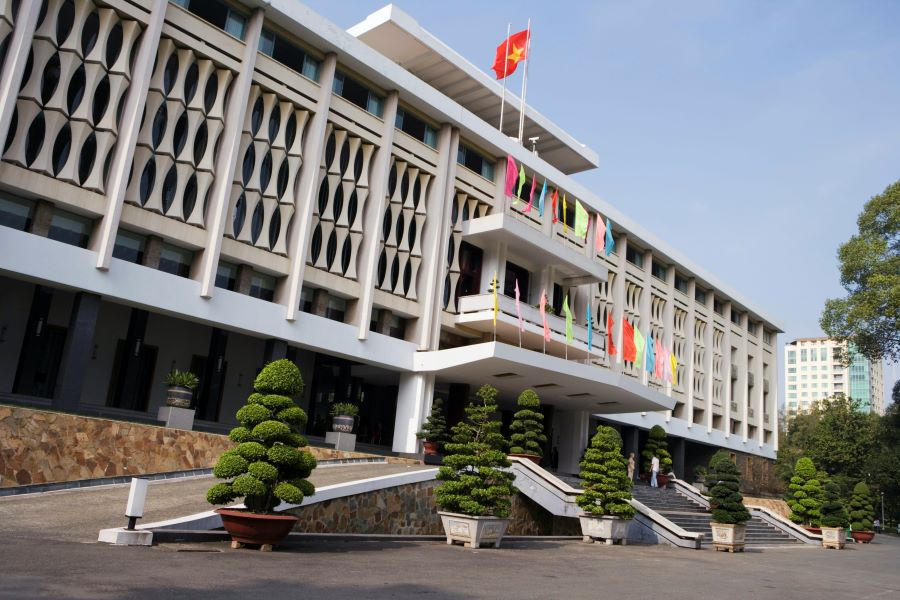 ho chi minh city hop on hop off bus independence palace