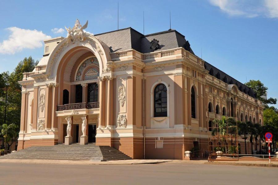 saigon opera house ho chi minh city hop on hop off bus